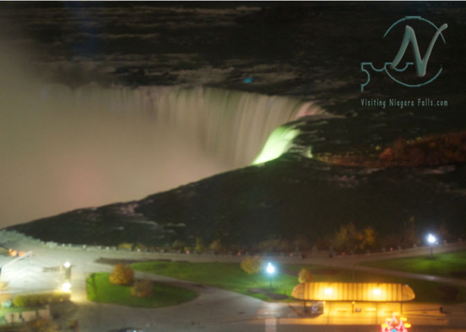 Niagara Falls still flows at night