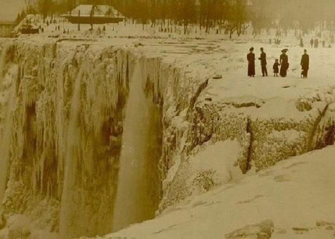 Niagara Falls Frozen solid